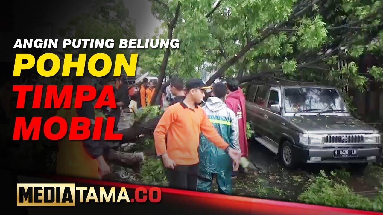 VIDEO : ANGIN PUTING BELIUNG TERJANG KUDUS, POHON TIMPA MOBIL
